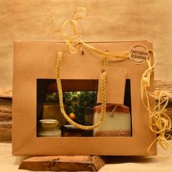 Coffret cadeau prestige composé d'un savon un shampoing solide 1 déodorant 1 baume à lèvres une pochette à savon en coton enduit