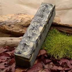 Barre de savon artisanale saponifiée à froid - Charbon nigelle ghassoul Obialice savonnerie artisanale Lozere